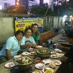 Photo taken at เฉินหลงกุ้งย่าง by Unpanggirl on 9/21/2014