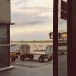 Muy bueno, aeropuerto pequeño como tiene que ser, wi fi free hace de tu espera un tiempo mas agradable.
