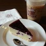 Photo taken at The Coffee Bean & Tea Leaf by Hanytha on 5/30/2014