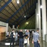 Gördüğüm en ilginç havaalanı burası sanırım. Çatısı bambular ve palmiye yaprakları ile kapalı, vantilatörler kullanılıyor ve sigara içiliyor:)