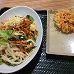 Photo taken at はなまるうどん サンストリート浜北店 by そよかぜ チ. on 6/1/2013