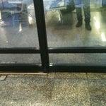 Está chovendo dentro do aeroporto de Goiânia! Aqui infraestrutura é algo desconhecido! Fora o fato de não existir ar-condicionando... Ah...enquanto eu digitava esta mensagem acabou a energia!