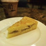Photo taken at The Coffee Bean & Tea Leaf by Dandy H. on 2/26/2014