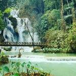 มอง..ไปข้างหน้า แล..กลับข้างหลัง เดิน..ไปไม่หยุดยั้ง ใครเรียกให้ย้อนกลับหลังให้แค่..หันมอง #TatKuangSi #Waterfall #LuangPraBang #LaosTrip #Laos #พลพาไป #หลวงพระบาง