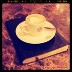 Photo taken at The Coffee Bean & Tea Leaf by Robert G. on 6/10/2014