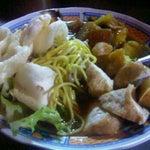 Photo taken at Bakmie ayam Siantar Jaya by Bayu Y. on 12/26/2011