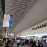 大阪の空の玄関口。市内へのアクセスはリムジンバスが圧倒的に便利です。