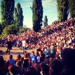Photo taken at Sonntagskaraoke im Mauerpark by Leevey on 9/9/2012