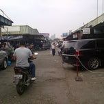 Photo taken at Pasar Mobil Kemayoran by Dyk H. on 6/4/2012