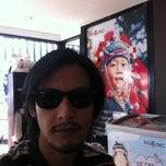 Photo taken at Café DoiTung (คาเฟ่ ดอยตุง) by Ton H. on 1/7/2012