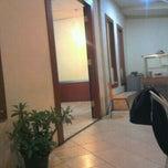 Photo taken at Mie Ayam Sumbrah by Hins Z. on 1/5/2012