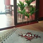 Photo taken at Yoi! Roll's & Temaki by Débora R. on 6/15/2012