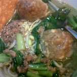 Photo taken at Bakso Malang Karapitan by obey i. on 4/28/2012