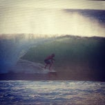 Photo taken at Banzai Pipeline by Thiago T. on 2/2/2013
