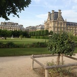 Photo taken at Jardin des Tuileries by Dvir R. on 6/18/2013