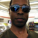 Photo taken at 7-Eleven by Reggie T. on 5/12/2013