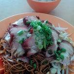 Photo taken at KLIA Fei Lou Wan Tan Mee by Pat H. on 2/14/2015