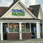 Photo taken at Royal Farms by Brian K. on 8/6/2014