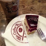 Photo taken at The Coffee Bean & Tea Leaf by Dewono S. on 11/17/2012