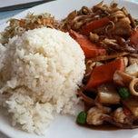 Photo taken at Kineski restoran Kineski zmaj by Davor B. on 2/13/2015