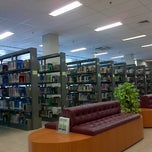 Photo taken at Perpustakaan Mandiri Universitas Al Azhar Indonesia by Intan B. on 4/22/2013