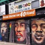 Photo taken at Rockin Bob's Guitars by Mari trini G. on 11/5/2014