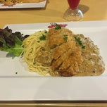 Photo taken at Jeffer Steak (เจฟเฟอร์) by Ploy N. on 4/23/2015