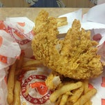 Photo taken at Popeyes Louisiana Kitchen by Theron B. on 12/13/2013