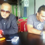 Photo taken at Segi seri 3 in 1 steamboat seksyen 23 shah alam by Abg B. on 10/21/2013