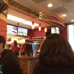 Photo taken at Popeye's Louisiana Kitchen by Haydee on 3/27/2014