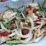 Photo taken at ข้าวต้มปลา (ตรอกถั่วงอก) by Kitty_oh on 4/18/2015