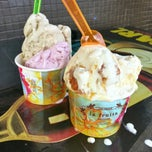 Photo taken at Cow & The Moon Artisan Gelato by The Very Hungry Katerpilla on 4/2/2013