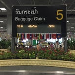 Photo taken at Baggage Claim 5 by Due33 P. on 4/13/2015