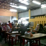 Photo taken at Ayam bakar tiga rasa by Wydia A. on 7/7/2013