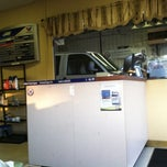Photo taken at Vavoline Express Care Oil Change by Tony K. on 10/29/2013