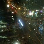 Photo taken at Menara Peninsula Hotel Jakarta by Wawan B. on 11/21/2012