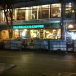 Photo taken at Starbucks (สตาร์บัคส์) by Linh T. on 3/31/2013