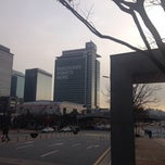 Photo taken at Samsung 정보통신동 by Trevor C. on 11/26/2013
