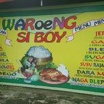 Photo taken at Warung Penyet Si Boy by Vicky B. on 3/14/2015