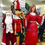 Photo taken at HomeGoods by Alex C. on 12/9/2014