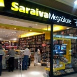 Photo taken at Saraiva MegaStore by Rosália Guimarães S. on 6/24/2012