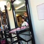 Photo taken at ร้านทำผมพี่จิต by NuuNueng R. on 9/3/2011