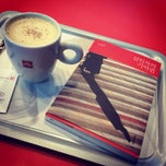 Photo taken at espressamente illy by Hyemi Y. on 3/29/2014