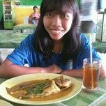 Photo taken at Gule Kepala Ikan Mas Agus by Lilin S. on 9/15/2012