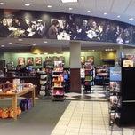 Photo taken at Barnes & Noble by LoveLilyStarGazers on 11/18/2012