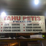 Photo taken at Tahu Petis Prasojo by Veeqee P. on 11/1/2012