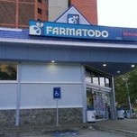 Photo taken at Farmatodo by Gustavo M. on 8/15/2013