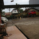 Photo taken at Istana Steam Car Wash by Akbar A. on 10/13/2013