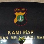 Photo taken at Polres Metro Jakarta Timur by eva myrna s. on 5/7/2014