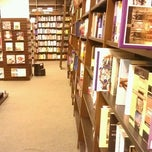 Photo taken at Barnes & Noble by Наталия В. on 7/7/2013